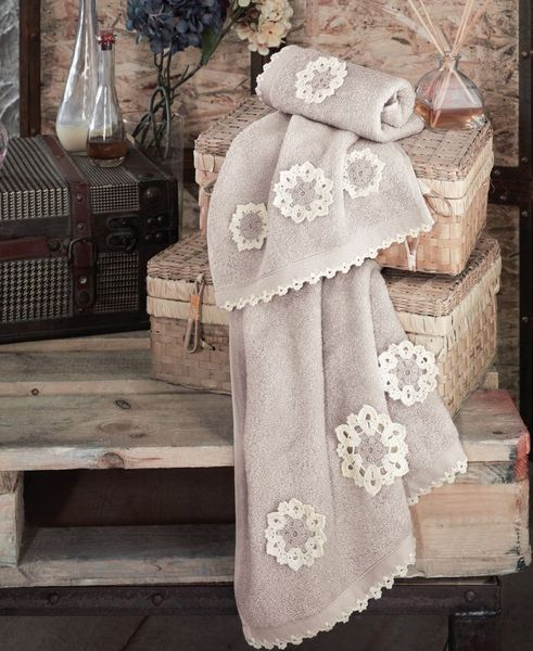 Полотенце с ручной вышивкой AVRIL