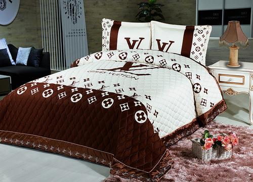 Стеганое покрывало с наволочками Panno Louis Vuitton