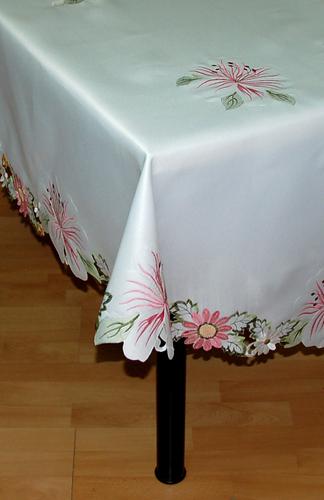 Скатерть с вышивкой Решелье Flowers