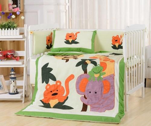 Комплект в детскую кроватку Valtery DK-19