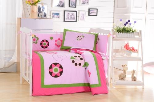 Комплект в детскую кроватку Valtery DK-21