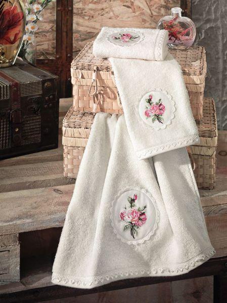 Полотенце с ручной вышивкой EVALIN