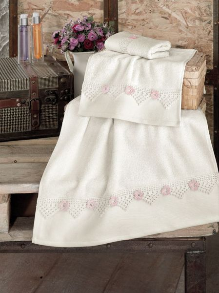 Полотенце с ручной вышивкой FIONA
